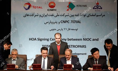 (l-r) Ali Kardor Managing Director of National Iranian Oil Company (nioc) Stephane Michel President Middle-east & North-africa Total Exploration & Production Hamid Akbari Managing Director of Petroparsgroup and Jean Ping Zhou of China National Petroleum Corporation (cnpc) During Agreement Signed in Tehran Iran 08 November 2016 Iran (islamic Republic Of) Tehran