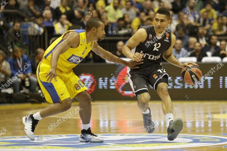 Maodo Lo (r) of Brose Baskets Bamberg in Action Against Andrew Goudelock (l) of Maccabi Electra Tel Aviv During Their Euroleague Basketball Match in Tel Aviv Israel 07 December 2016 Israel Tel Aviv