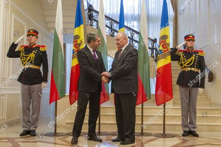 Bulgarian President Rosen Plevneliev (l) Shakes Hands with the President of Moldova Nicolae Timofti (r) During the Official Welcome Ceremony at the State Residence in Chisinau Moldova on 15 November 2016 President Plevneliev is on a Visit to Moldova Moldova, Republic of Chisinau