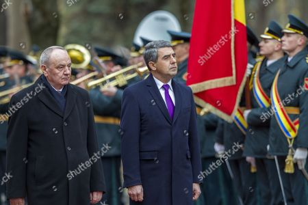 Bulgarian President Rosen Plevneliev (r) Reviews the Honour Guard with the President of Moldova Nicolae Timofti (l) During the Official Welcome Ceremony at the State Residence in Chisinau Moldova on 15 November 2016 President Plevneliev is on a Visit to Moldova Moldova, Republic of Chisinau