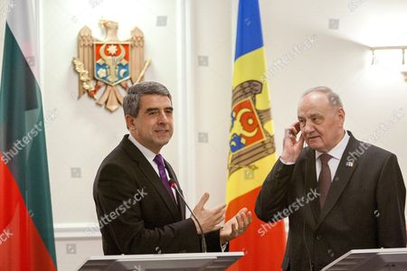 The President of Bulgaria Rosen Plevneliev (l) Gestures at a Press Conference with the President of Moldova Nicolae Timofti (r) During His Official Visit at the State Residence in Chisinau Moldova 15 November 2016 Moldova, Republic of Chisinau
