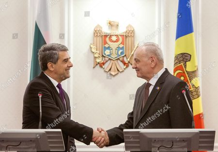 The President of Bulgaria Rosen Plevneliev (l) Shakes Hands with the President of Moldova Nicolae Timofti (r) After Their Joint Press Conference During His Official Visit at the State Residence in Chisinau Moldova 15 November 2016 Moldova, Republic of Chisinau