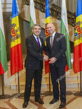 The President of Bulgaria Rosen Plevneliev (l) Shakes Hands with the Prime Minister of Moldova Pavel Filip (r) During His Official Visit at the State Residence in Chisinau Moldova 15 November 2016 Moldova, Republic of Chisinau