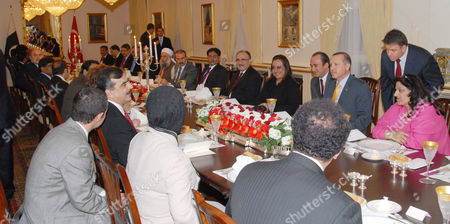 Prime Minister Syed Yousuf Raza Gilani and delegates seen with the Prime Minister of Turkey, Mr. Racep Tayyep Erdogan