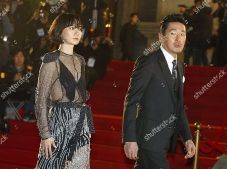 South Korean Actors Bae Do-na (l) and Ha Jung-woo (r) Arrive For the 37th Blue Dragon Awards at the Kyunghee University in Seoul South Korea 25 November 2016 the Blue Dragon (cheongryong) Awards Are One of the Country's Two Major Awards Korea, Republic of Seoul