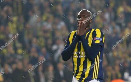Fenerbahce Istanbul's Moussa Sow Reacts at the Uefa Europa League Group a Match Between Fenerbahce Istanbul and Manchester United in Istanbul Turkey 03 November 2016 Turkey Istanbul