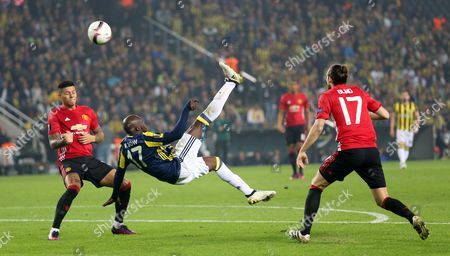 Fenerbahce Istanbul's Moussa Sow (c) Scores the 1-0 Under Defense of Manchester United's Marcos Rojo (l) and Daley Blind at the Uefa Europa League Group a Match Between Fenerbahce Istanbul and Manchester United in Istanbul Turkey 03 November 2016 Turkey Istanbul