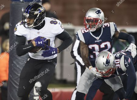Baltimore Ravens Tight End Darren Walker (l) Catches a Touchdown Pass in Front of New England Patriots Duron Harmon (r) and Devin Mccourty (c) in the Third Quarter of Their Nfl Game at Gillette Stadium in Foxborough Massachusetts Usa 12 December 2016 United States Foxborough