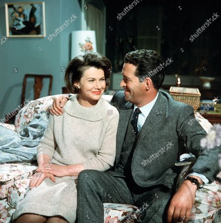 Stock Photo of 'Gideon's Way'  - Daphne Anderson and John Gregson