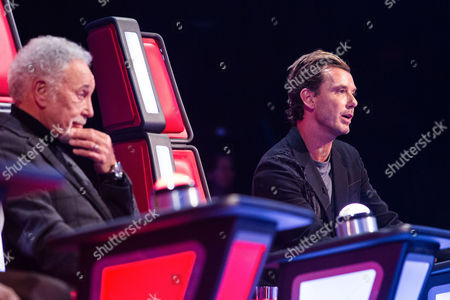 Tom Jones and Gavin Rossdale listen to Sarah Morgan perform Missed by Ella Henderson.