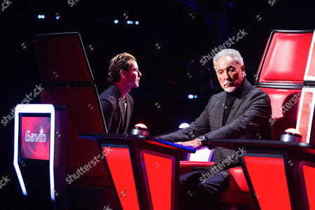 Gavin Rossdale and Tom Jones listen to Sarah Morgan performs Missed by Ella Henderson.