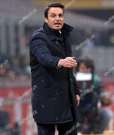 Pescara's coach Massimo Oddo gestures during the Italian Serie A soccer match Inter FC vs Pescara Calcio at Giuseppe Meazza stadium in Milan, Italy, 28 January 2016.