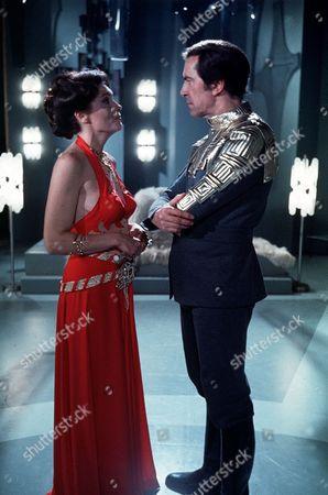 'Space 1999' Series 2 -Series 2 - 'The Devil's Planet' - Hildegarde Neil, Martin Landau.