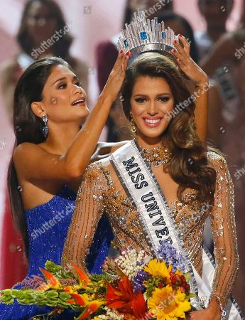 Iris Mittenaere, Pia Wurtzbach Miss France Iris Mittenaere is crowned the Miss Universe 2016 by Miss Universe 2015 Pia Wurtzbach of the Philippines in coronation, at the Mall of Asia in suburban Pasay city, south of Manila, Philippines
