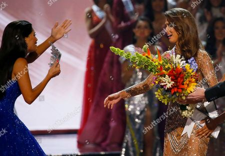 Pia Wurtzbach, Iris Mittenaere Miss Universe 2015 Pia Wurtzbach, left, of the Philippines, rushes to crown Miss France Iris Mittenaere as the Miss Universe 2016 in coronation, at the Mall of Asia in suburban Pasay city, south of Manila, Philippines