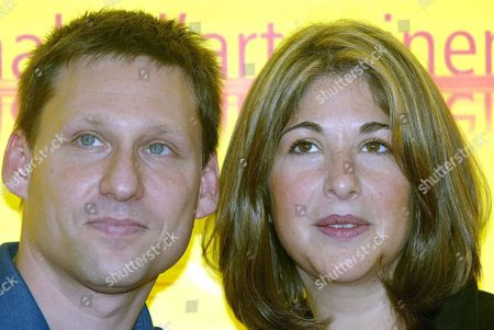 Canadia Writer Naomi Klein (l) Poses For a Photo with Her Husband Avi Lewis Saturday 04 September 2004 During a Press Conference in Venice Lewis is the Movie Director of 'The Take' That Will Be Shown Today at Venice in the 'Venezia61 Cinema Digital Section' Italy Venice