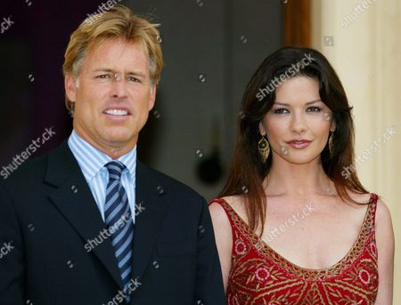 Elizabeth Arden Spokeperson Actress Catherine Zeta Jones (r) and Elizabeth Arden Chairman Ceo E Scott Beattie Pose in Rome to Mark the Introduction of the New Fragance Elizabeth Arden Provocative Woman on Wednesday 26 May 2004 the Fragrance Will Be on Store Counters Globally by September Italy Rome