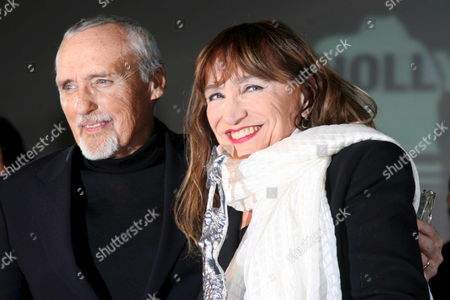 Us Director and Actor Dennis Hopper (l) and Italian Actress Piera Degli Esposti Smile During the Awards Presentation of the 12th Annual Capri Hollywood Film Festival at the Certosa of San Giacomo in Capri Italy 27 December 2007 Piera Degli Esposti Received the 'Capri Cult Award' During the Ceremony the Festival Takes Place at Various Locations Throughout Capri From 27 December 2007 Through 02 January 2008 Italy Capri (naples)