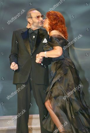 Italian Cinema Star Sophia Loren (r) Kisses Us Movie Director Stanley Donen Before He was Awarded with the Golden Lion For Lifetime Achievement at the 61st International Exhibition of Cinema Art Better Known As Venice Film Festival on Saturday 11 September 2004 Italy Venice