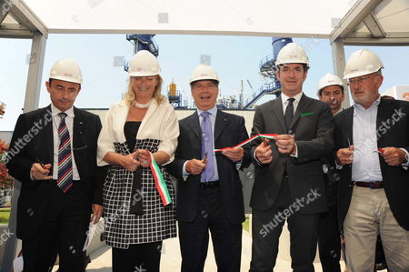 Mayor of Venice Giorgio Orsoni (r) Governor of Veneto Luca Zaia (2-r) Ceo of Enel Fulvio Conti (c) President of Province of Venice Francesca Zaccariotto (2-l) and Engineer of Enel Sauro Pasini (l) After the Inauguration of the New Hydrogen-fuelled Combined Cycle Power Plant Inside the Palladio Fusina Plant in Venice Italy 12 July 2010 According to Enel the Plant in Fusina is the First Industrial-scale Facility of the Kind in the World It Has a Total Capacity of 16 Megawatts and Will Generate About 60 Million Kilowatt Hours Which is Enough to Meet the Needs of 20 000 Households and Avoids Emission of More Than 17 000 Metric Tonnes of Co2 a Year Italy Venice
