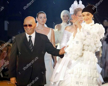Italian Stylist Fausto Sarli (l) Smiles on the Catwalk with Top Model Maria Carla Boscono (r) who Wears a Wedding Dress of His Autumn-winter Women's High Fashion Collection in Rome on Saturday 12 July 2003 Epa Photo/ansa/alessia Paradisi Italy Rome