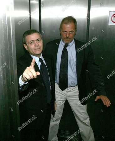 Stock Image of Italian Journalist Daniele Mastrogiacomo of the Newspaper 'La Repubblica' (r) is Welcomed by Director Ezio Mauro Upon the Arriving in His Editorial Office in Rome on Wednesday 21 March 2007 Mastrogiacomo who Had Been Kidnapped in Afghanistan's Southern Helmand Province was Handed Over the Hospital of Charity Association Emergency in Lashkar Gah in Afghanistan on Monday 19 March After Two Weeks in Captivity Italy Rome