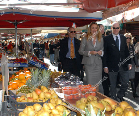 Prince Albert of Monaco with the Italian Minister of Environment Land and Sea Stefania Prestigiacomo Walk Along the Via De Benedictis where the Market of 'Ortigia' is Situated in Syracuse Italy 20 November 2010 Prince Albert of Monaco is on an Official Visit Italy Siracusa