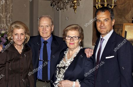Hollywood Legend Paul Newman (2nd L) Poses with (from L) Giovanna Ferragamo Wanda Ferragamo and Leonardo Ferragamo During a Dinner in Florence's Feroni Palace to Honour Him and His Foundation Late Thursday 04 May 2006 the 81-year-old Star is in Tuscany to Tour the Site where His First Italian Camp For Seriously Ill Children is Being Built Italy Florence