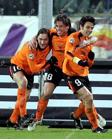 (l-r) Captain of As Roma Francesco Totti and His Teammates Antonio Cassano and Vincenzo 'Air Force One' Celebrate at the End of Their Italian Serie a Second Round Soccer Match Against Fiorentina in Florence's Artemio Franchi Stadium Late Sunday 23 January 2005 As Roma Won 2-1 with Two Goals Just Scored by Cassano and Montella Montella Confirmed As Top Goal Scorer of 2004-2005 Season with 17 Goals Ahead of Adriano of Inter Milan and Andriy Schevchenko of Ac Milan Both with 14 Goals Italy Florence, Ita