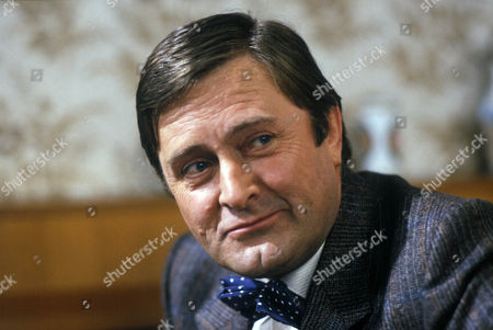 Stock Image of 'Who's Our Little Jenny Lind?'   TV Peter Childs as Len Webber