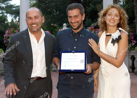 Turkish Director Ferzan Ozpetek (l) and Italian Actress Valeria Golino Pose For a Photo 05 September 2003 with Italian Director Salvatore Mereu (c) who Won the ' Cult Award' For His Movie 'Three Steps Dance' at the Venice Film Festival Epa Photo/ansa/claudio Onorati// Italy Venice