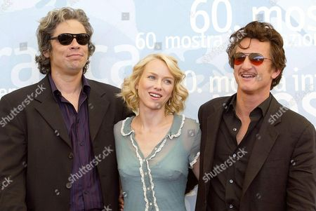 Us Actors Naomi Watts (c) and Sean Penn (r) with Mexican Actor Benicio Del Toro (l) Following a Press Conference to Promote Their Movie ' 21 Grams' (usa) Directed by Alejandro Gonzales Inarritu 05 September 2003 at the Venice Film Festival Epa Photo/ansa/claudio Onorati// Italy Venice
