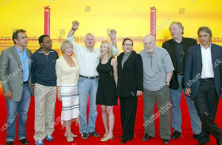 Members of the Jury of the 61st International Exhibition of Cinema Art Better Known As Venice Film Festival - From L-r Pietro Scalia Spike Lee Helen Lirren John Boorman (president) Scarlett Johansson Hsu Feng Dusan Makavejev Wolfgang Becker and Mimmo Calopresti - Pose For a Family Photo During the Jury's Presentation on Wednesday 01 September 2004 Italy Venice
