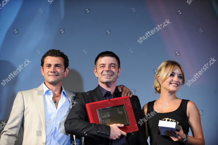 Italian Actor Vinicio Marchioni (l-r) Italian Director Aureliano Amadei and Italian Actress Carolina Crescentini Pose Onstage with the Controcampo Italiano Award They Received For Their Movie '20 Sigarette' During a Ceremony at the 67th Annual Venice Film Festival in Venice Italy 09 September 2010 Cast Member Marchioni was Also Awarded a Special Mention by the Controcampo Italiano Jury the Festival Runs From 01 to 11 September Italy Venice