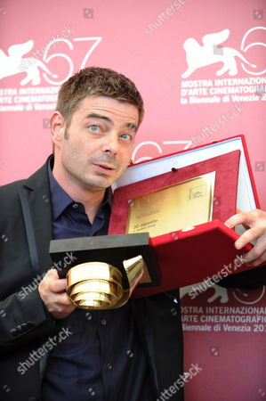 Italian Director Aureliano Amadei Poses with the Controcampo Italiano Award He Received For His Movie '20 Sigarette' During a Photocall at the 67th Annual Venice Film Festival in Venice Italy 09 September 2010 Cast Member Vinicio Marchioni was Also Awarded a Special Mention by the Controcampo Italiano Jury the Festival Runs From 01 to 11 September Italy Venice