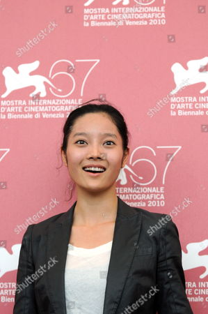 Chinese Actress Xu Cenzi Poses During the Photocall For the Movie 'Le Fosse' (the Ditch) at the 67th Annual Venice Film Festival in Venice Italy 06 September 2010 'Le Fosse' by Chinese Director Wang Bing is the Surprise Movie Presented in the International Competition 'Venezia 67' at the Festival Running From 01 to 11 September 2010 Italy Venice
