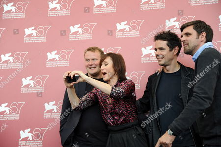 German Director Tom Tykwer (2-r) Poses with German Actors Devid Striesow (l) Sophie Rois (2-l) and Sebastian Schipper (r) During the Photocall For Their Movie 'Drei' at the 67th Annual Venice Film Festival in Venice Italy 10 September 2010 the Movie is Presented in the International Competition 'Venezia 67' at the Festival Running From 01 to 11 September Italy Venice