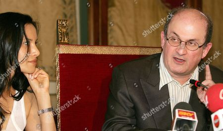 Indian Born Novelist Salman Rushdie (r) and His Wife Padma Lakshmi at the Press Conference in Campidoglio in Rome on Monday 23 May 2005 During the Presentation of the 4th Edition of the Letterature Festival International in Rome That Starts Tomorrow 24 May at the Massenzio Basilic Others Guests Are Antonio Skarmeta Andrej Makine David Leavitt Ali Smith Hitomi Kanehara Natasha Rajdoicic Amitav Ghosh and Amos Oz Italy Rome