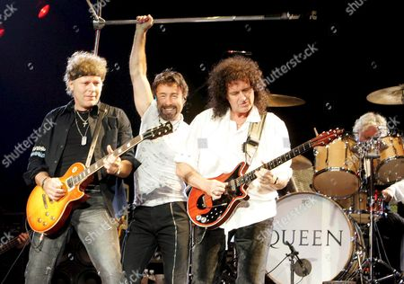 Queen - (from L-r) Guitarist Jamie Moses Singer Paul Rodgers Guitarist Brian May and Drummer Roger Taylor - Perform During Their Concert at Palalottomatica in Rome Late Monday 04 April 2005 the Concert of the Queen is One of the Few Shows not Cancelled in Italy After the Death of Pope John Paul Ii Italy Rome