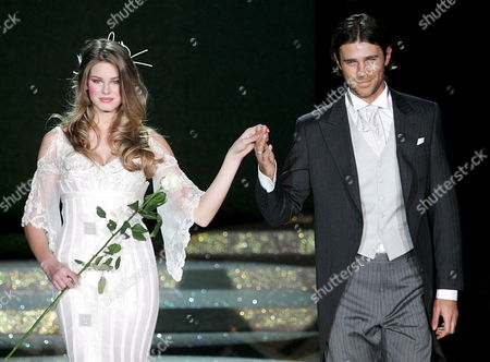 Actors Vanessa Hessler (l) and Fabio Fulco Parade on the Catwalk Wearing Wedding Dresses by Italian Stylist Renato Balestra During His Show in Rome's Auditorium 'Park of the Music' to Conclude the Altaroma Altamoda Women High Fashion Week Late Tuesday 31 January 2006 Italy Rome