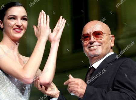 Italian Top Model Maria Carla Boscono (l) Applauds Compatriot Stylist Fausto Sarli at the End of His Parade in Rome's Valentini Palace Within the 'Altaroma Altamoda' Fashion Week Late Monday 11 July 2005 Italy Rome
