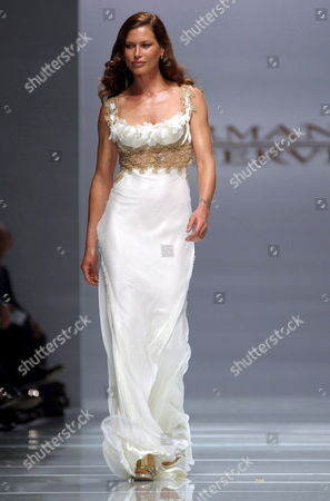 Carre Otis Wears a Proposal by Ermanno Scervino During the Spring-summer 2006 Women Ready-to-wear Fashion Week in Milan on Thursday 29 September 2005 Italy Milan