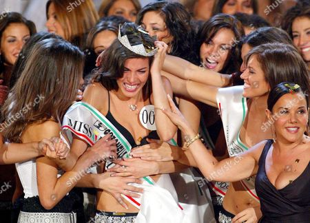 Edelfa Chiara Masciotta is Congratulated by Other Contestants and by Patrizia Mirigliani (far R) Daughter of the Patron of the Beauty Contest After Being Crowned Miss Italy 2005 at the End of the Final Evening Show in Salsomaggiore Terme Late Monday 19 August 2005 Edelfa Chiara Masciotta 21 From Turin Took Part in the Beauty Contest As Miss Piemonte and was Chosen by a Jury Presided by Us Actor Bruce Willis Italy Salsomaggiore Terme