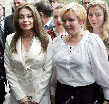 Veronica Lario (l) Wife of Italian Prime Minister Silvio Berlusconi and Lyudmila Putina (r) Wife of Russian President Vladimir Putin Arrive Monday 30 May 2005 at the Strheler Theatre in Milan Italy Italy Milano