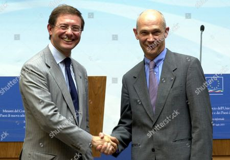 Italian Vice Minister For Foreign Trade Adolfo Urso (l) Shakes Hands with European Trade Commissioner Pascal Lamy in Palermo During the 25th European Trade Ministers Meeting Monday 07 July 2003 Epa Photo/ansa/mike Palazzotto Italy Palermo