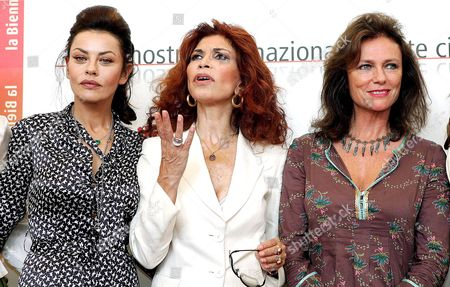 Italian Producer Ida Di Benedetto (c) with French Actress Jacqueline Bisset (r) and Italian Actress Eva Grimaldi at the End of a Press Conference to Present 'The Fine Art of Love' (l'educazione Fisica Delle Fanciulle) by John Irvin in Venice 31 August 2005 Italy Rome