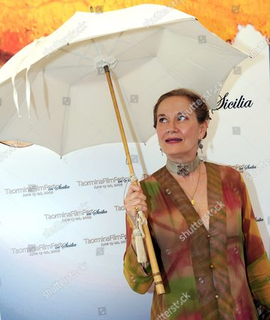French Actress Dominique Sanda Poses During a Photocall For the Taormina Art Award Which Will Receive in the Evening in Taormina on Sicily Italy 18 June 2009 the Taormina Film Festival 2009 Runs 13 to 20 June 2009 Italy Taormina (messina)