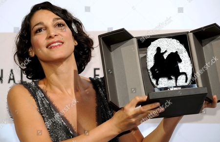 Italian Actress Donatella Finocchiaro Shows the Silver Marc'aurelio Award in Rome's Park of the Music Auditorium After She was Awarded As Best Actress For the Film 'Galantuomini' by Compatriot Edoardo Winspeare at the 3rd Rome International Film Festival Italy 31 October 2008 Italy Rome
