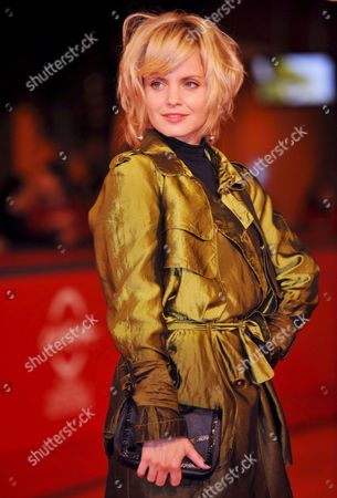 Actress Mena Suvari Poses on the Red Carpet at Rome's Park of the Music Auditorium For the Screening of the Film 'The Garden of Eden' Directed by John Irvin Late 26 October 2008 at the 3rd Rome International Film Festival Italy Rome