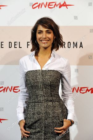 Italian Actress Caterina Murino Poses During the Photo Call For the Film 'Il Giardino Dell'eden' (the Garden of Eden) by British Movie Director John Irvin in Rome Late 26 October 2008 Presented out of Competition at the 3rd Rome International Film Festival Set on the Cote D'azur in the Lost Generation of the 1920s the Film is About the Ambiguous and Complex Relationship Between a Young Successful Writer His Fascinating Rebellious and Unconventional Wife and the Other Woman who is Attracted to Them Both in the Background Lurks the Shadow of an Adventurous and Dominating Father Sex and Damnation in the Cinematographic Version of the Eponymous Novel by Ernest Hemingway Italy Rome